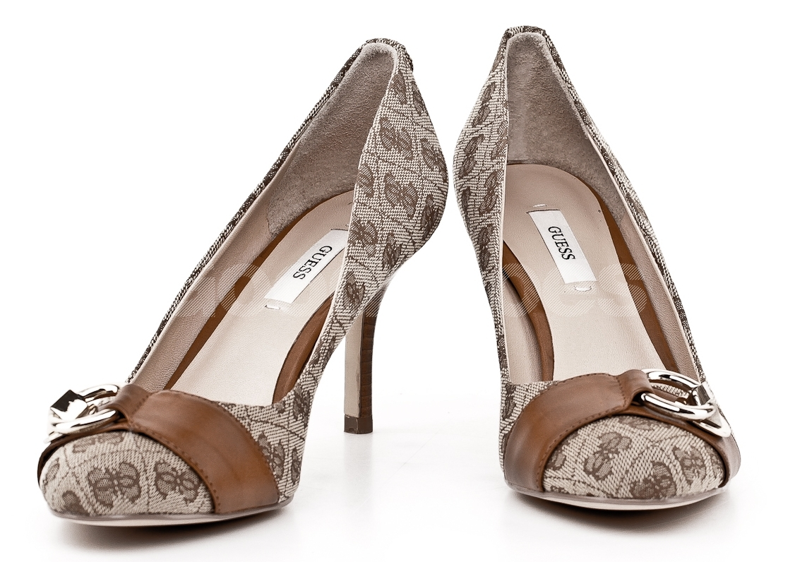 GUESS women s beige and brown pumps GUESS women s beige and brown pumps ... ac6961f35a0