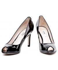 GUESS black patent leather pumps